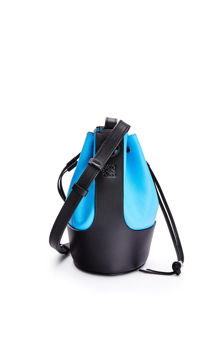 LOEWE 小号牛皮革 Balloon 手袋 Topaz Blue/Black pdp_rd