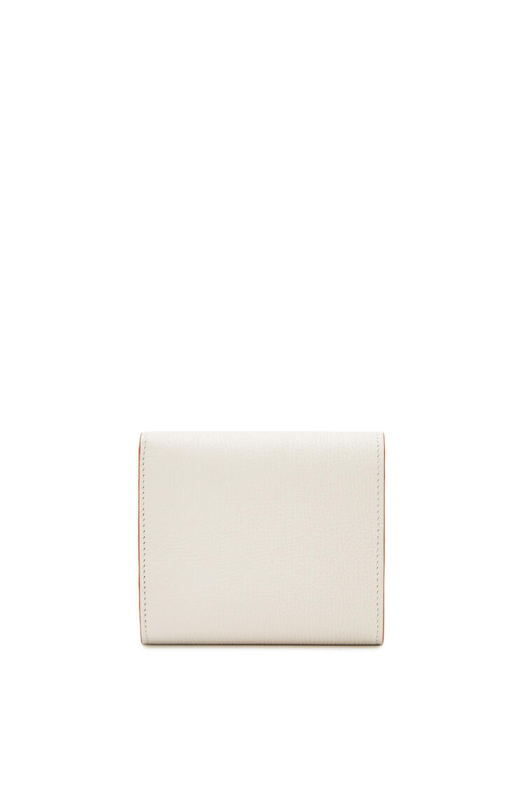 LOEWE Anagram square 8 cc wallet in grained calfskin Light Ghost pdp_rd