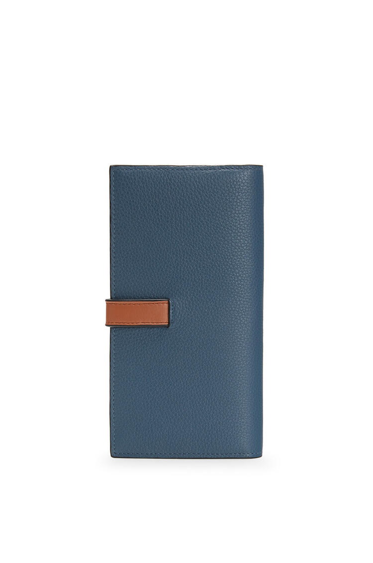 LOEWE 大号柔软粒面小牛皮垂直钱包 Steel Blue/Tan pdp_rd