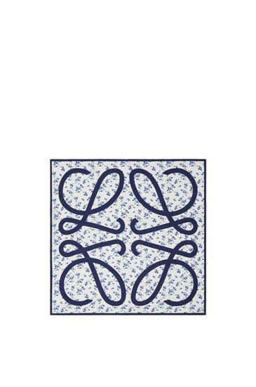 LOEWE Bufanda De 90 X 90 Cm En Seda Con Flores Azul pdp_rd
