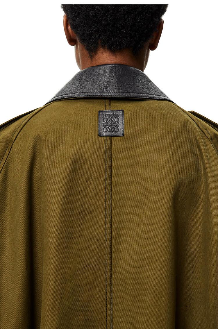 LOEWE Parka militar en algodón con cuello de piel Verde Kaki pdp_rd