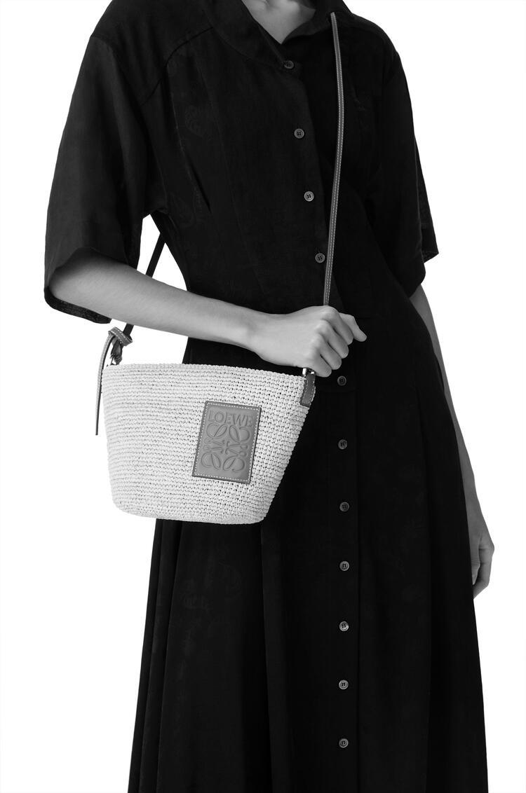 LOEWE Pochette bag in raffia and calfskin Natural/Tan pdp_rd