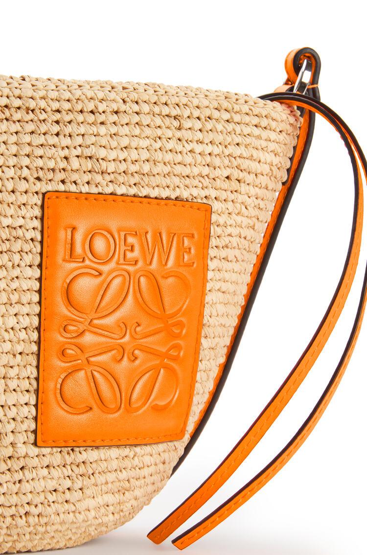 LOEWE Pochette Bag In Raffia And Calfskin Natural/Neon Orange pdp_rd