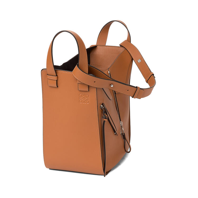 LOEWE Medium Hammock bag in classifc calfskin Tan pdp_rd