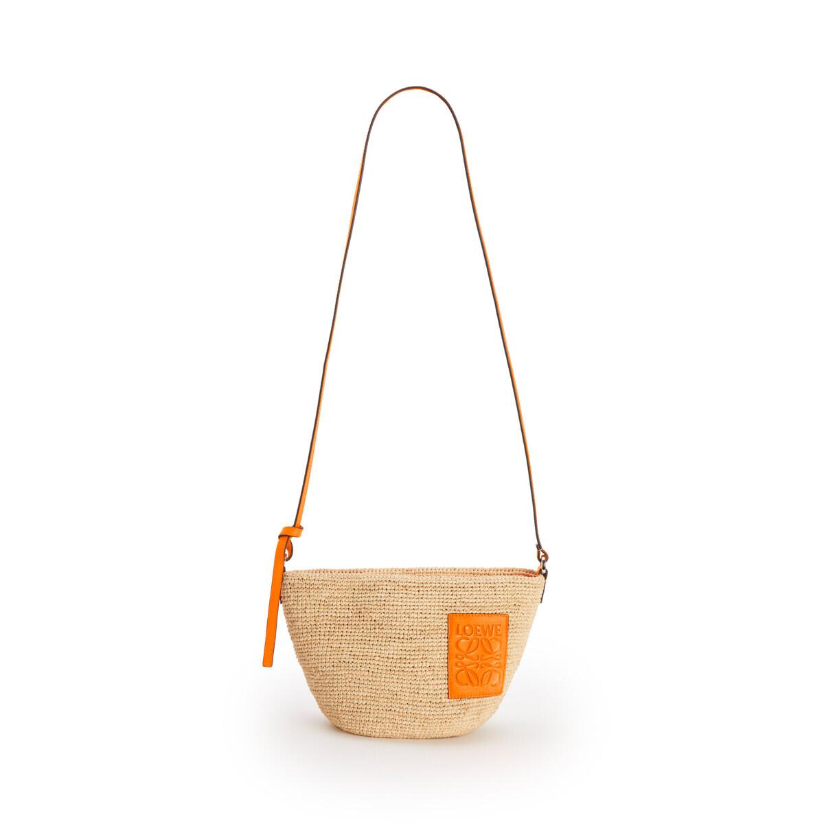 LOEWE 酒椰纤维和小牛皮 Pochette 手袋 Natural/Neon Orange front