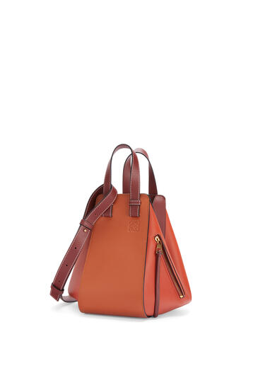 LOEWE Small Hammock bag in classic calfskin Spice Orange/Pumpkin pdp_rd