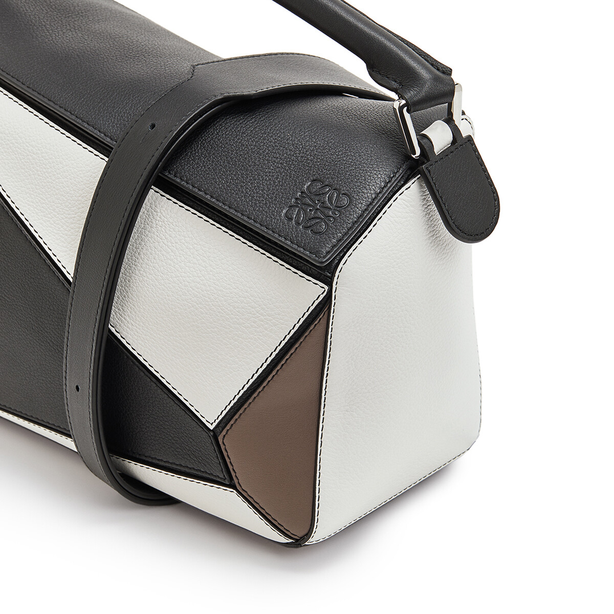 LOEWE Puzzle Bag Black/Taupe front