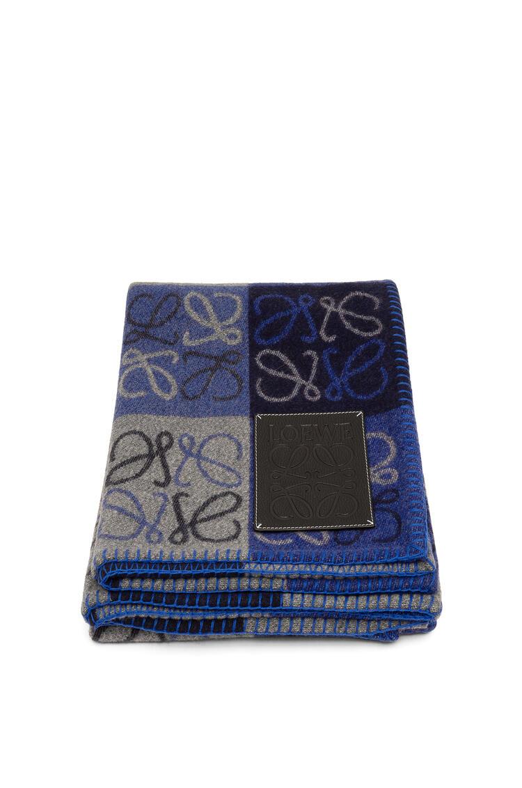 LOEWE 135 x 170 Anagram blanket in wool Blue Multitone/Black pdp_rd