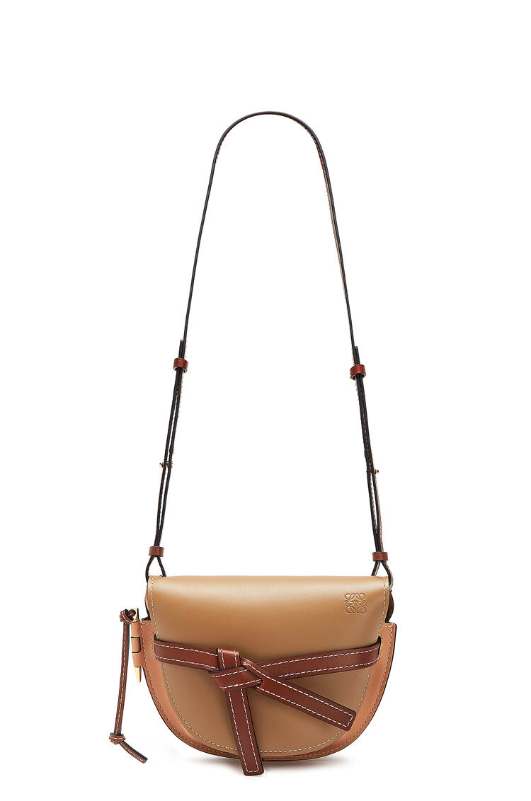 LOEWE Small Gate bag in soft calfskin Mocca/Powder pdp_rd