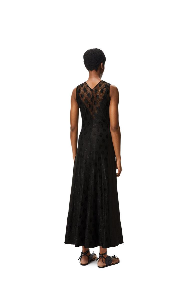 LOEWE Vestido largo cruzado de encaje en algodón y lino Negro pdp_rd