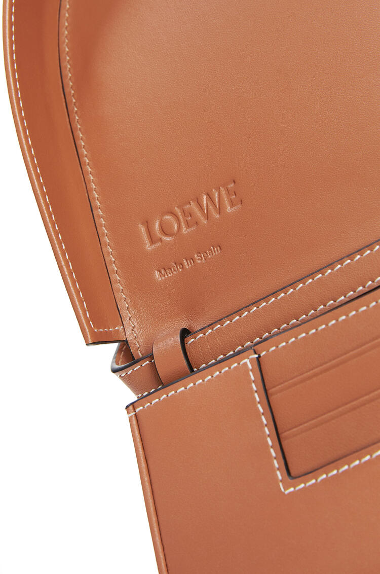 LOEWE Heel bag in soft calfskin Tan pdp_rd