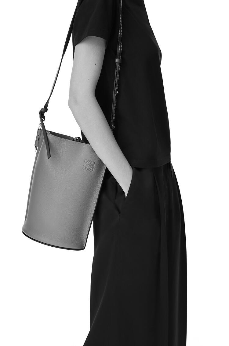 LOEWE Gate bucket bag in soft grained calfskin and raffia Mint/Tan pdp_rd