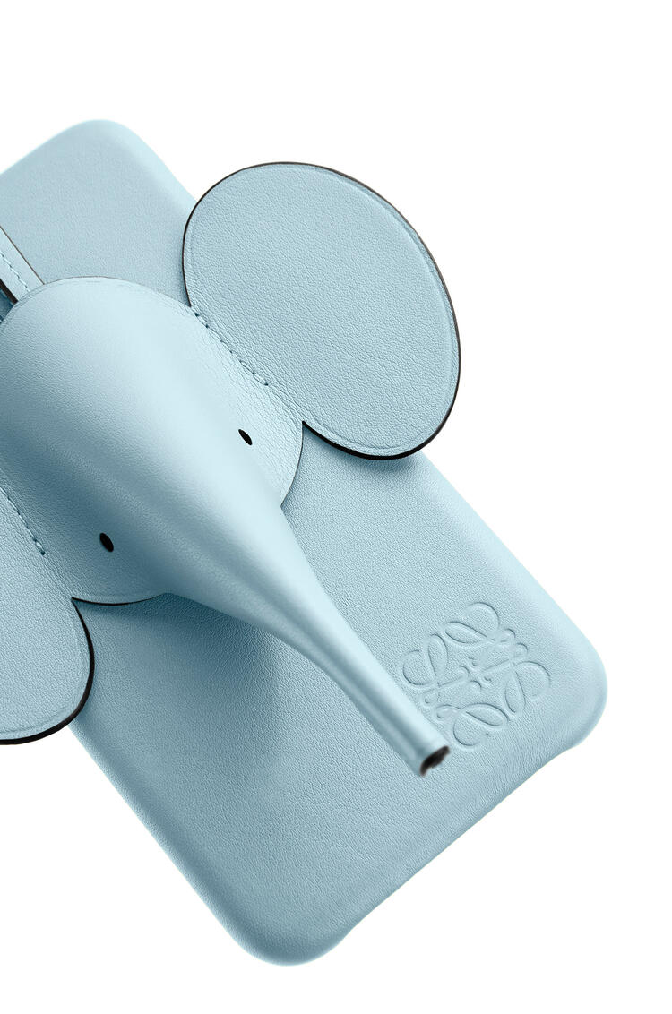 LOEWE Elephant cover for iPhone 11 in pearlized calfskin Light Blue pdp_rd