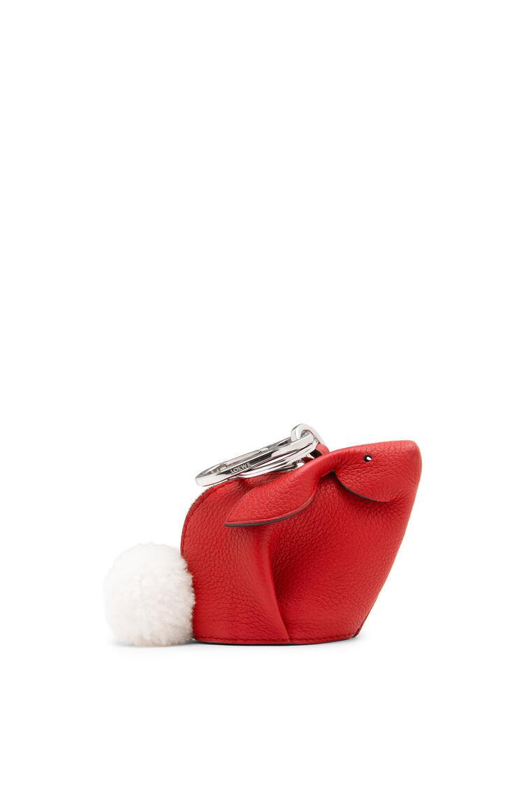 LOEWE Charm Bunny en piel de ternera de grano suave Rojo Escarlata pdp_rd