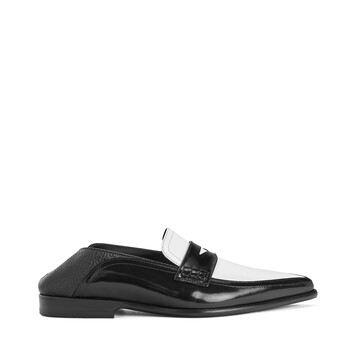 LOEWE Pointy Slip On Loafer Negro/Blanco front