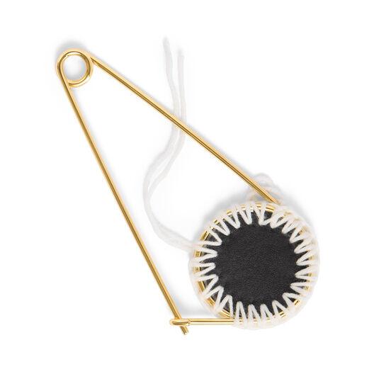 LOEWE Pin Meccano Macrame Negro/Blanco front