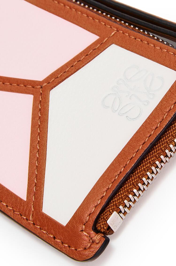 LOEWE Monedero y tarjetero Puzzle en piel de ternera clásica Rosa Hielo/Blanco Suave pdp_rd