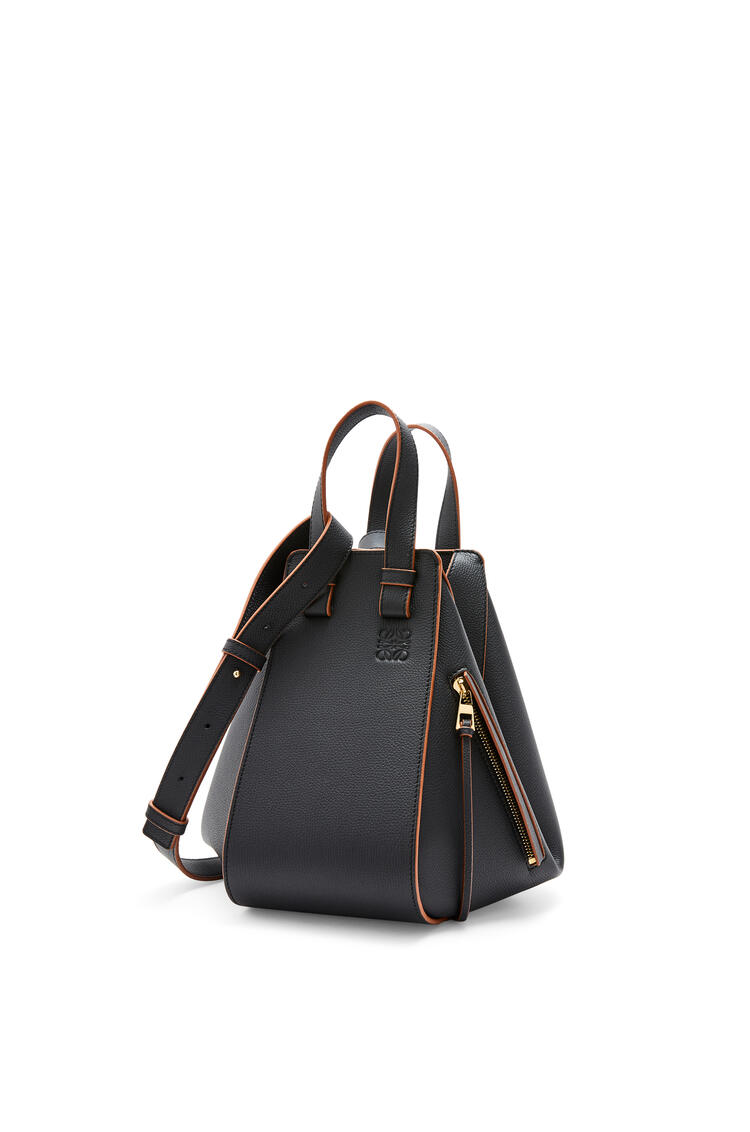 LOEWE Small Hammock bag in pebble grain calfskin Black pdp_rd