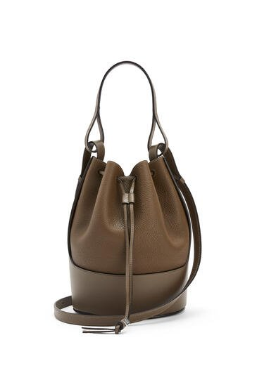 LOEWE Balloon bag in grained calfskin Khaki Brown pdp_rd