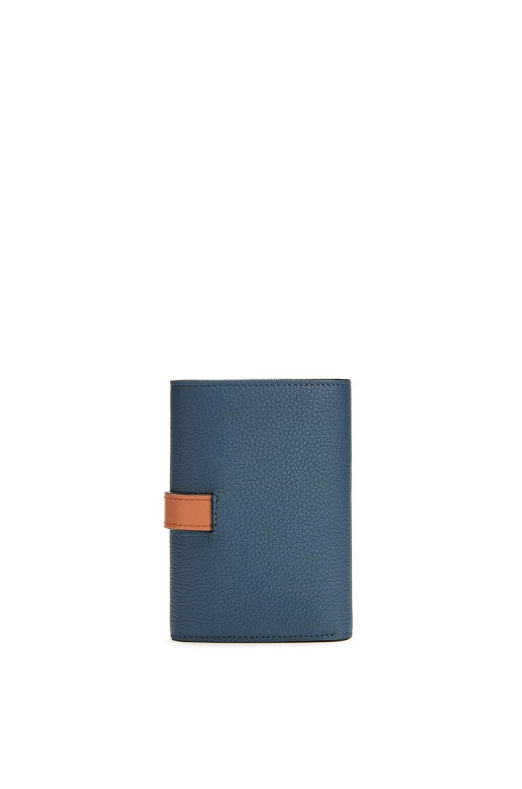 LOEWE バーティカル ウォレット スモール (ソフトグレインカーフ) Steel Blue/Tan pdp_rd