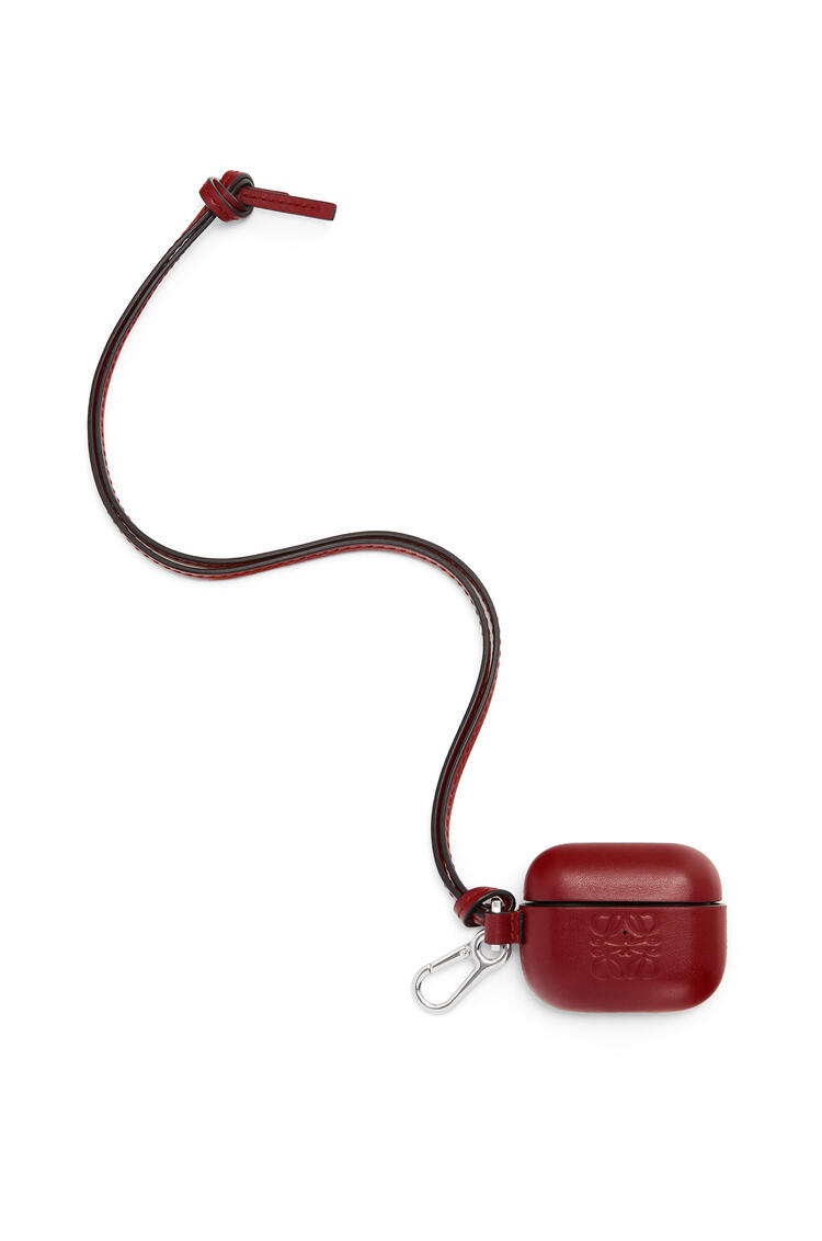 LOEWE AirPod Pro case in classic calfskin Berry pdp_rd
