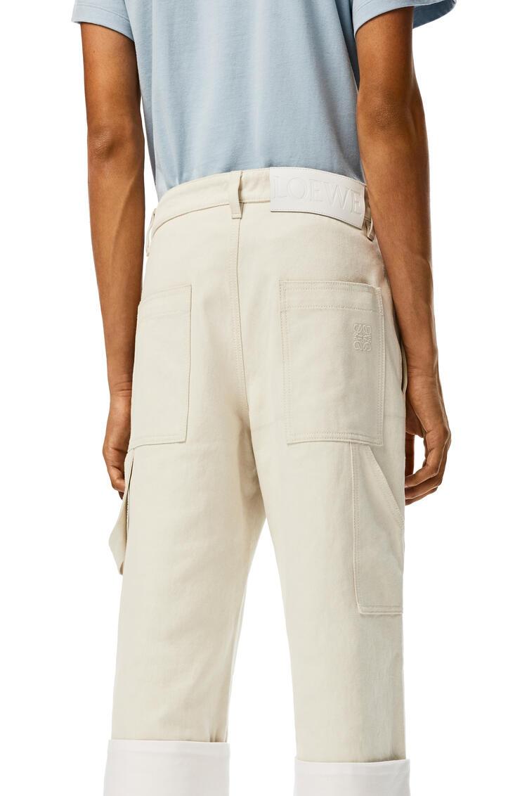 LOEWE Pantalón en algodón con dobladillo y bolsillo de parche Blanco pdp_rd
