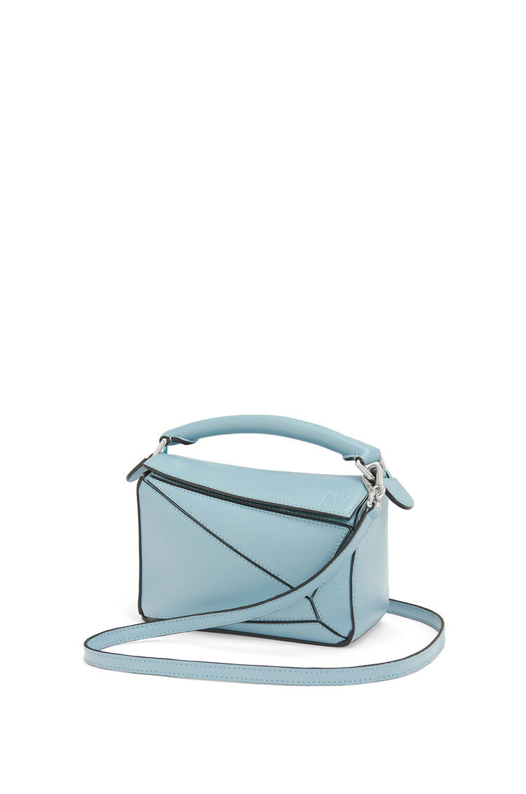 LOEWE Mini Puzzle Bag In Pearlized Calfskin 淺藍 pdp_rd