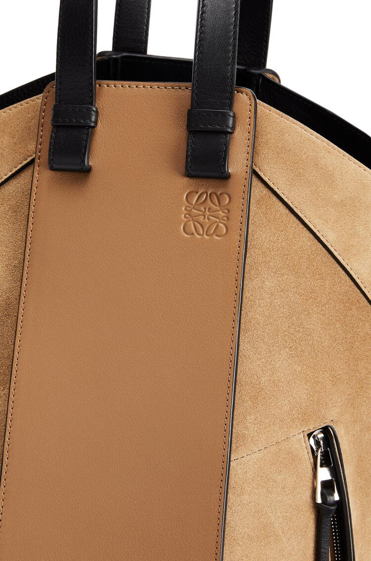 LOEWE 牛皮革和绒面皮 Hammock Tote 手袋 Oak/Dark Gold pdp_rd