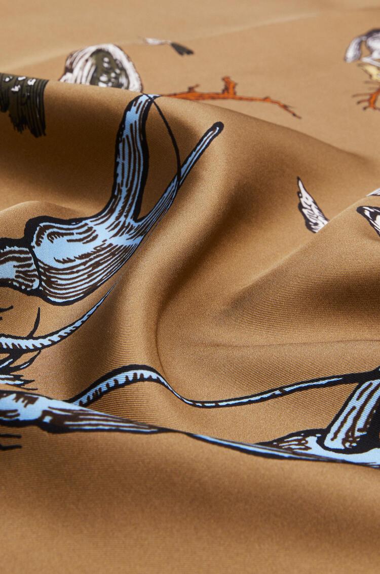 LOEWE Pañuelo de 140 x 140 cm en seda con letras Beige pdp_rd