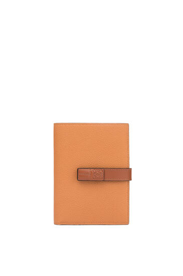LOEWE Medium Vertical Wallet in soft grained calfskin Light Caramel/Pecan pdp_rd