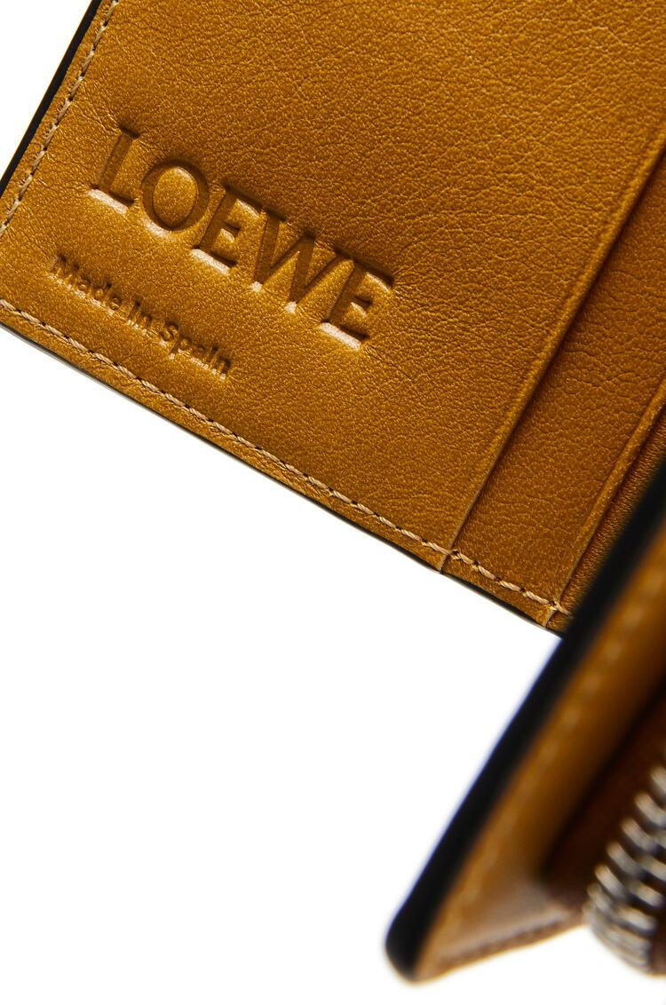 LOEWE ブランド コンパクト ジップ ウォレット (クラシックカーフ) Tan/Ochre pdp_rd