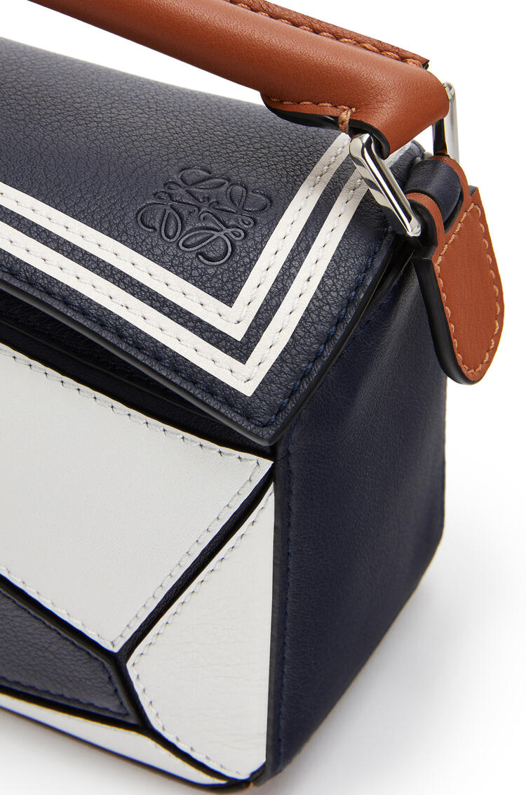LOEWE Mini Puzzle bag in classic calfskin Deep Blue/Soft White pdp_rd