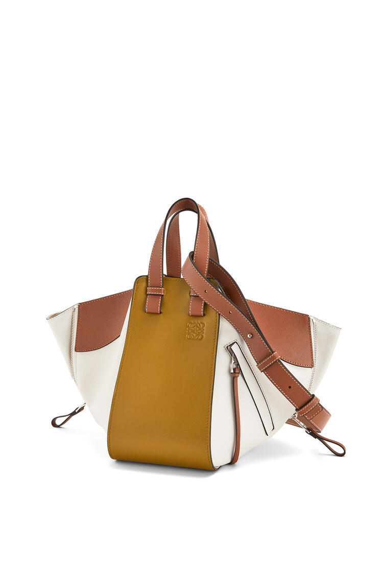 LOEWE ハンモックバッグ スモール(クラシック カーフスキン) Ochre Green/Soft White pdp_rd
