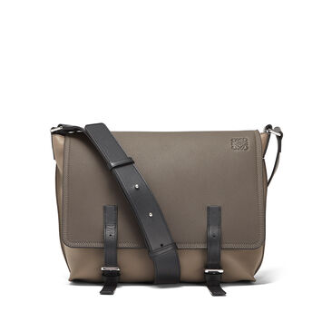 LOEWE Bolso Military Messenger Peque Gris Oscuro/Topo Oscuro front