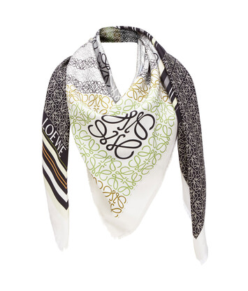 LOEWE 140X140 Scarf Print Patchwork Negro/Beige/Natural front