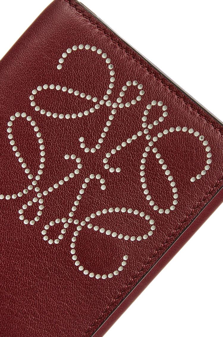 LOEWE Brand trifold 6 cardholder in calfskin Berry/Light Oat pdp_rd