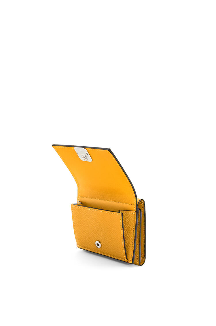 LOEWE アナグラム トリフォルド 6 cc ウォレット (ペブル グレイン カーフスキン) イエローマンゴー pdp_rd