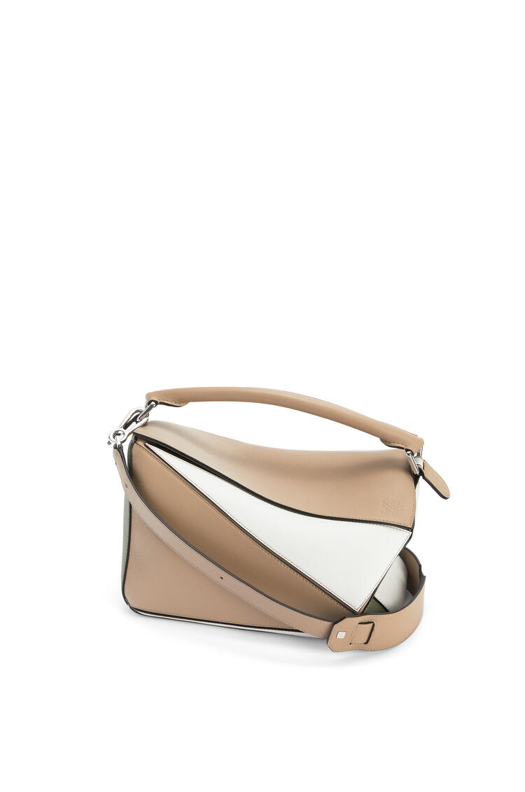 LOEWE Puzzle bag in classic calfskin Sand/Avocado Green pdp_rd