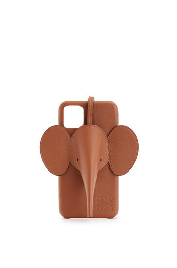 LOEWE Elephant cover for iPhone 11 in classic calfskin Tan pdp_rd