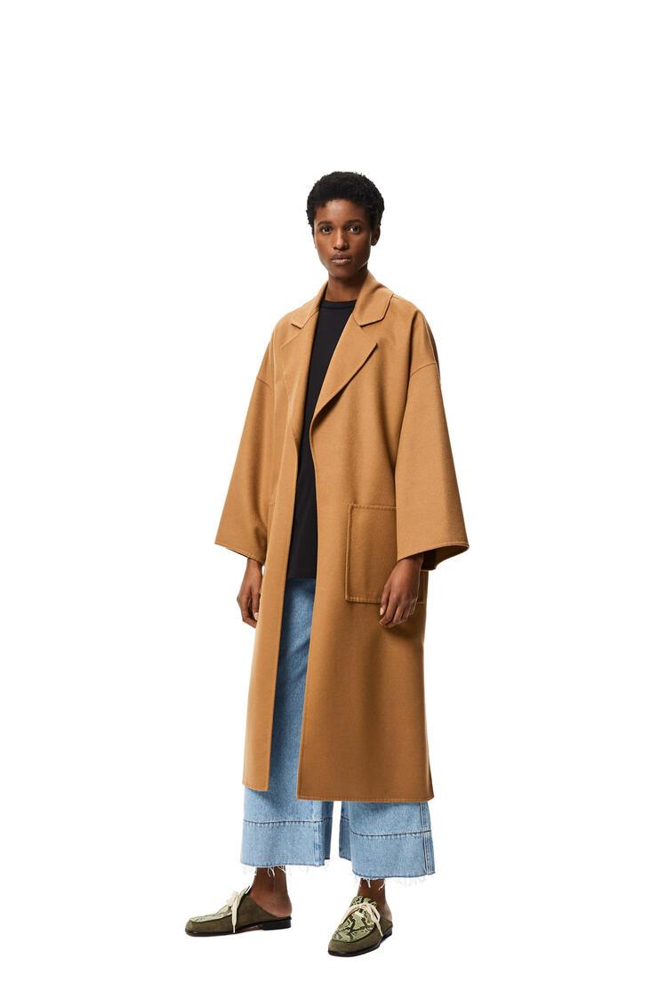 LOEWE Abrigo con cinturón oversize en lana y cachemira Camel pdp_rd