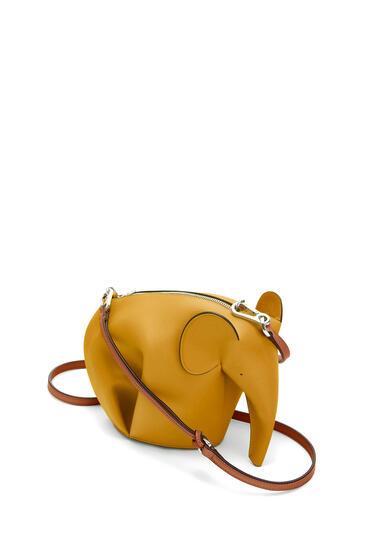 LOEWE Minibolso Elephant en piel de ternera clásica Amarillo Narciso/Pecan pdp_rd