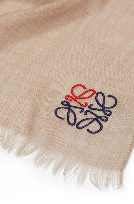 LOEWE 70X200 アナグラム スカーフ ベージュ front