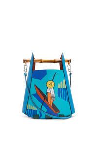 LOEWE Bolso Bamboo Bucket Happy's Curios en piel de ternera Azul Caribe/Multicolor pdp_rd