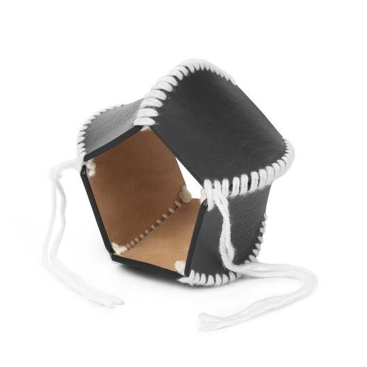 LOEWE マクラメブレスレット ブラック/ホワイト front