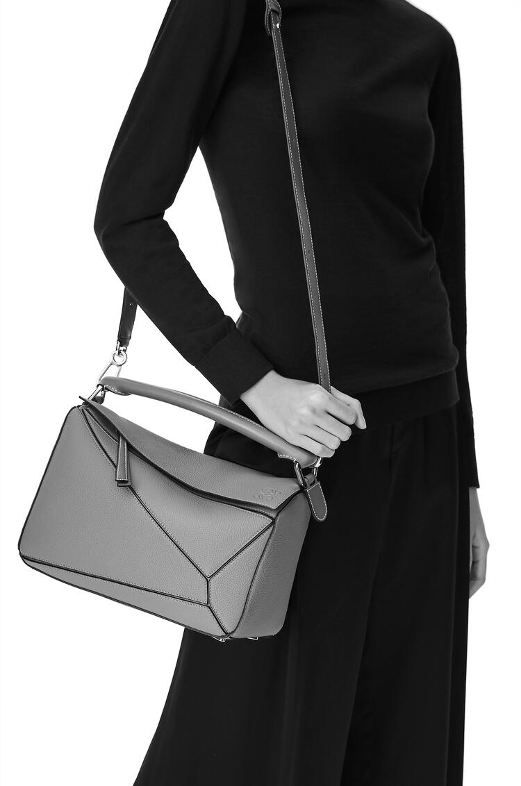 LOEWE パズルバッグ(クラシック カーフスキン) Black/Taupe pdp_rd