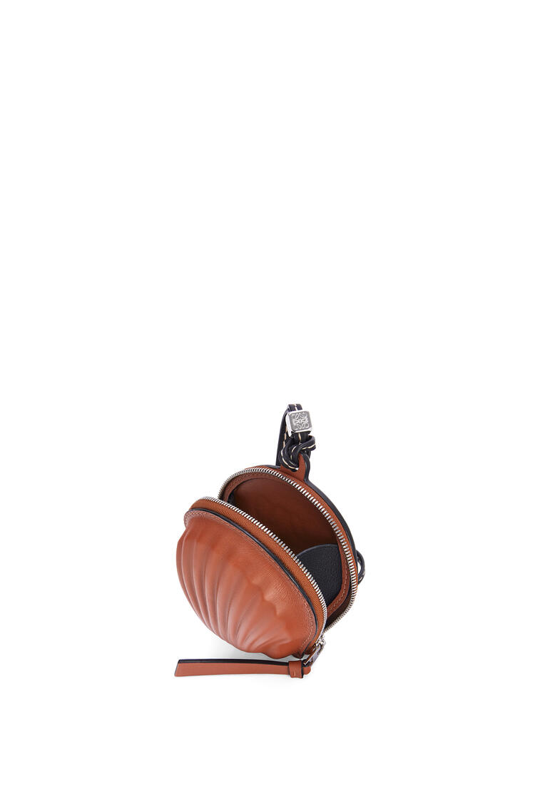 LOEWE Mini Seashell Pouch In Classic Calfskin Tan pdp_rd