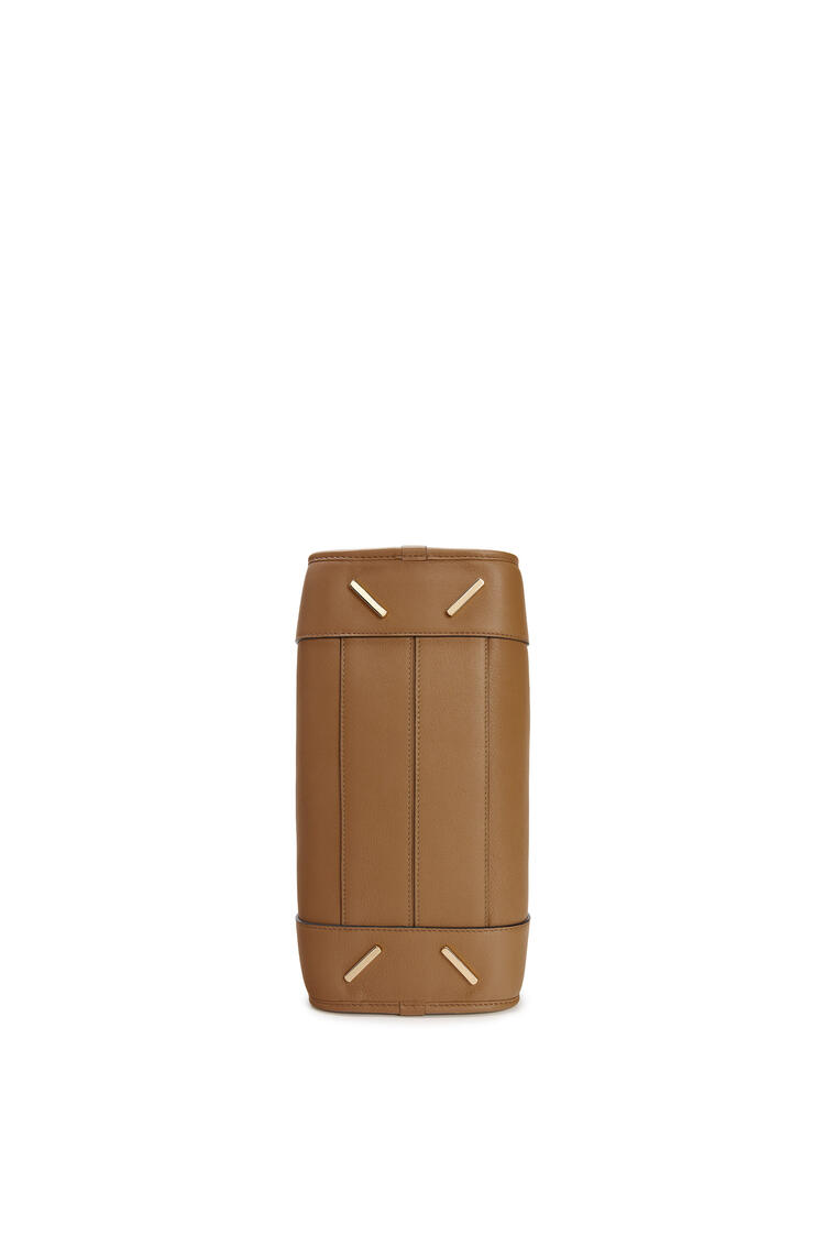 LOEWE Bolso Amazona 28 en piel de ternera clásica Color Vison pdp_rd