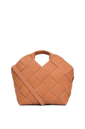 LOEWE ウーブン バスケットバッグ(ソフト グレイン カーフスキン) タン pdp_rd