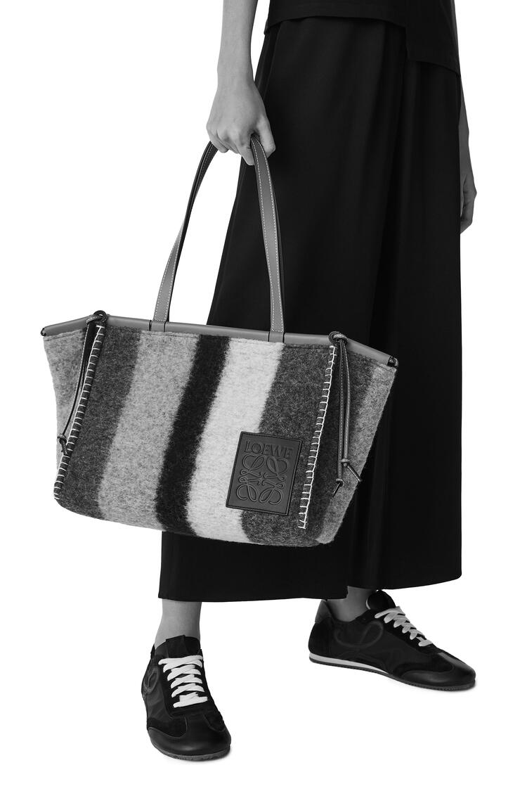 LOEWE 条纹毛毡 Cushion Tote 手袋 Grey/Black pdp_rd