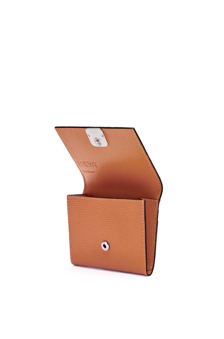 LOEWE 粒面牛皮革 Anagram 方形硬币卡包 棕色 pdp_rd